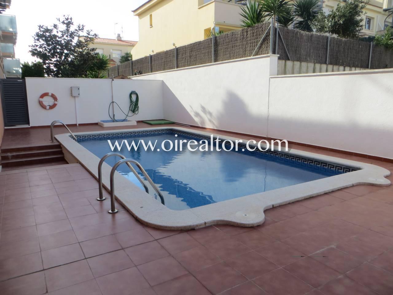 Fabuloso tico con gran terraza y piscina comunitaria en - Piscina terraza atico ...