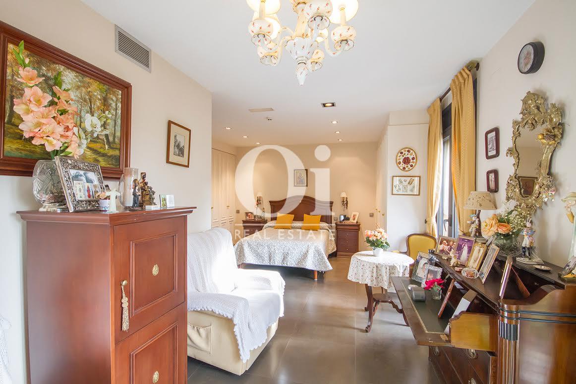 Dormitorio de casa en venta en Sant Just Desvern