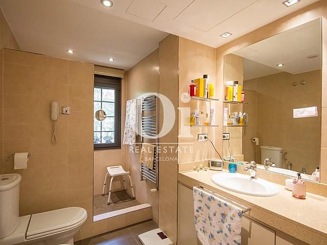 Lavabo de casa en venta en Sant Just Desvern