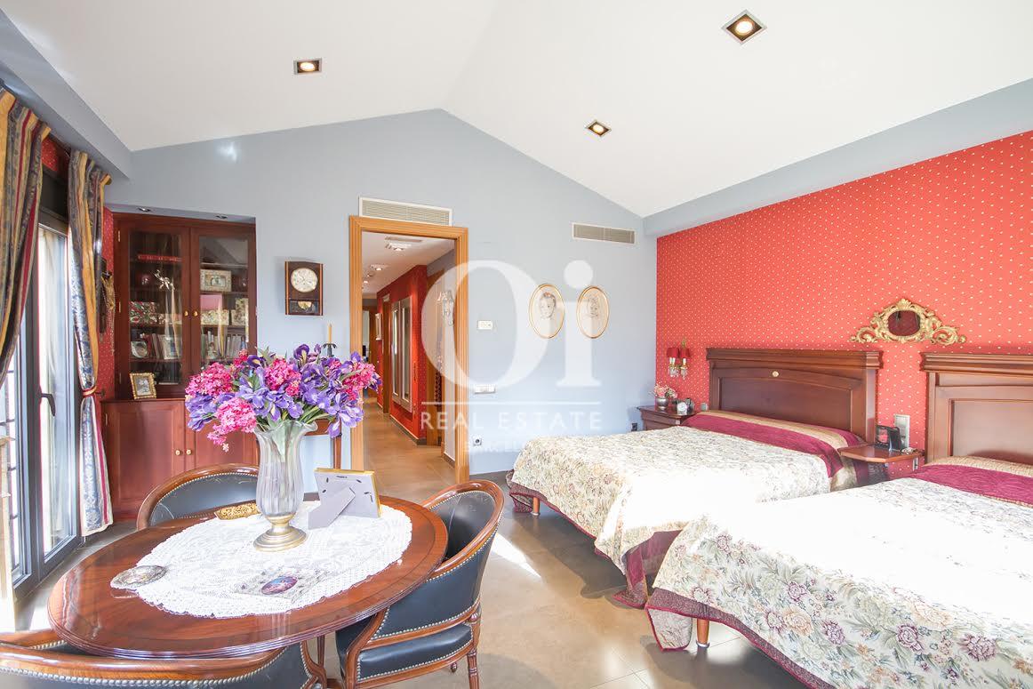 Schlafzimmer in eindrucksvollem Luxus-Haus zum Kauf in Sant Just Desvern in Barcelona