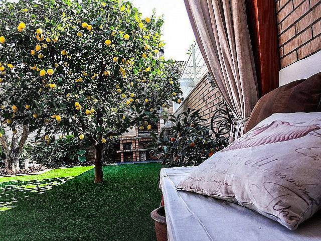 Bonica casa de 240 m2 amb jardí de 75 m2 a la tranquila urbanització de Vallsuau