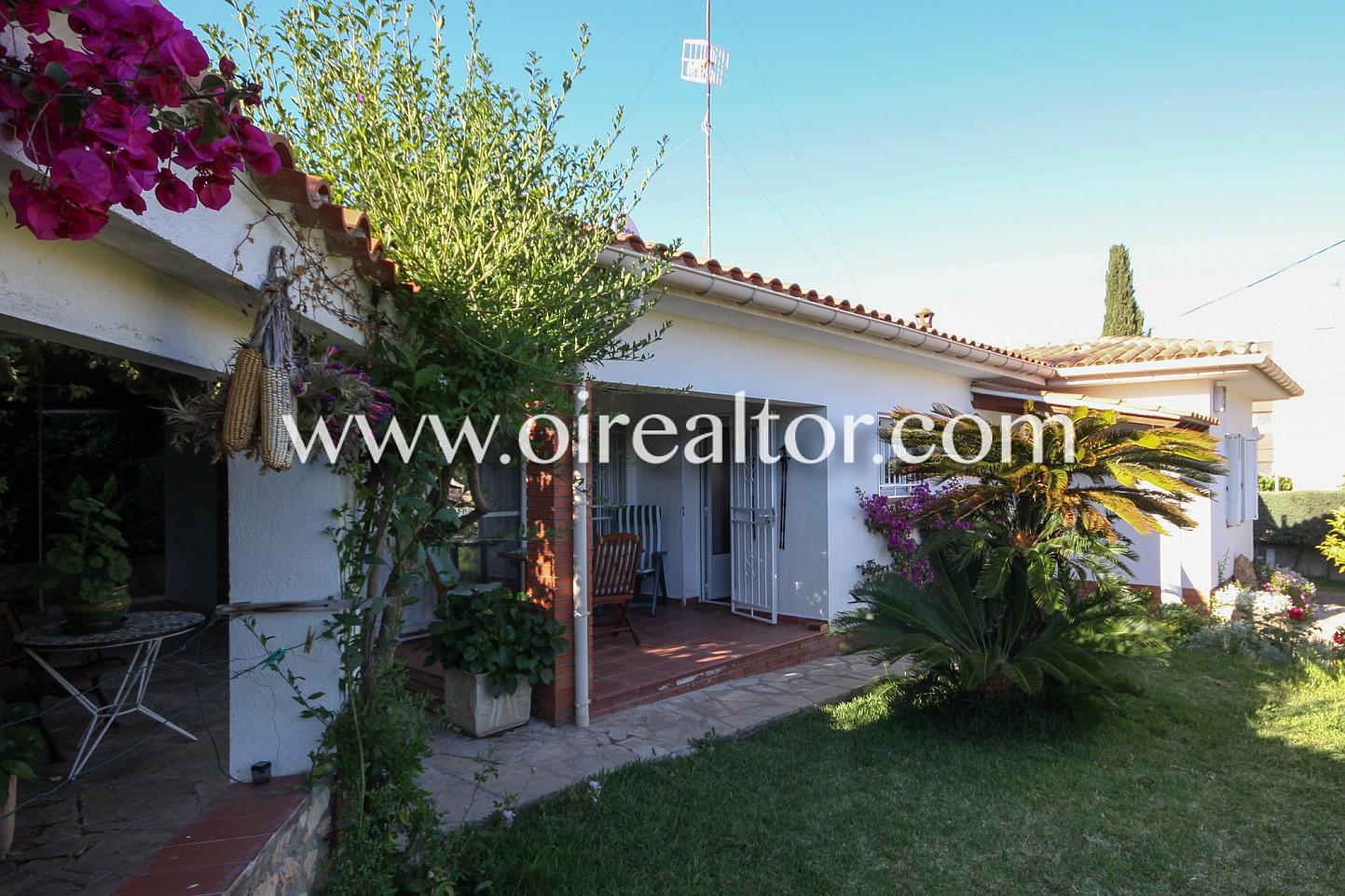 Casa en venta en cunit costa de barcelona oi realtor for Casa jardin barcelona