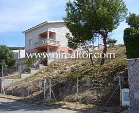 Grundstück von 541 m2 in Sitges, Quint Mar Baufläche von 320 m2 mit Blick aufs Meer und den Berg