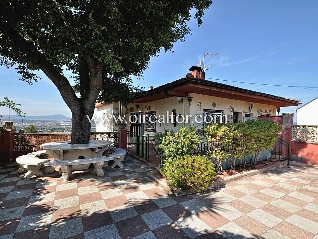 Casa de 185 m2 en parcela de 634 m2 con bonitas vistas ubicada en Valldoreix