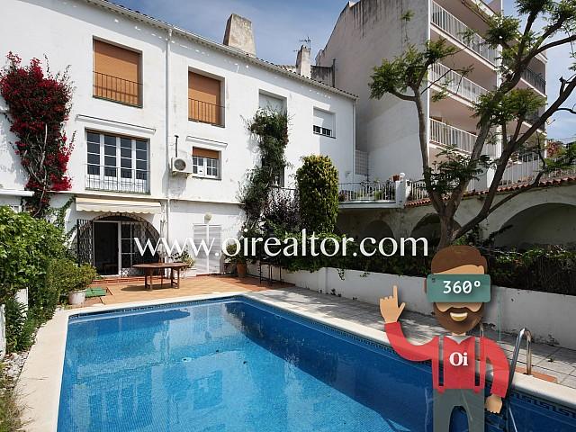 Gran casa con piscina y licencia turística en el centro de Sitges