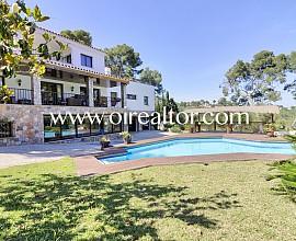 Hervorragendes Haus mit einem breiten Grundstück in der besten Zone von Castelldefels