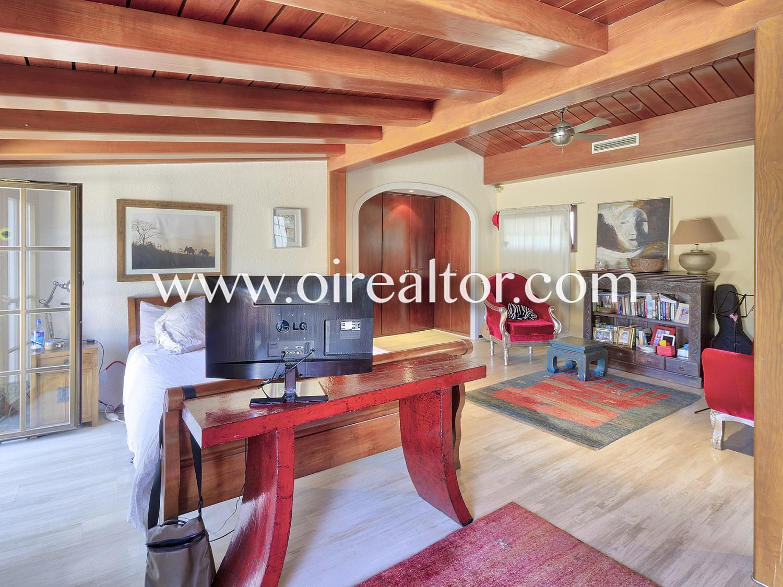 Продается роскошный дом с большим участком в Кастельдефельс