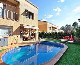 Fabulosa casa esquinera con piscina climatizada en Sant Quirze del Vallés