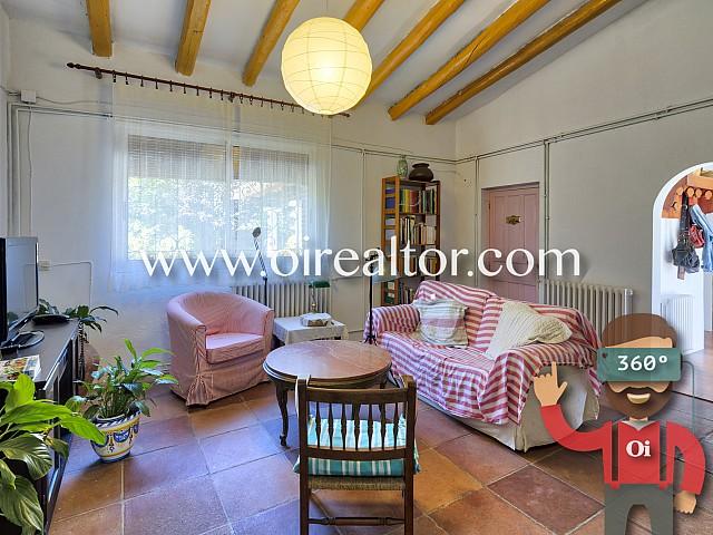 Acollidora casa d'estil rústic català a Sant Boi de Llobregat