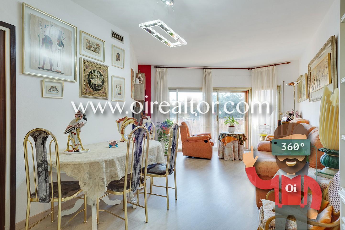 luminoso piso a dos calles de sagrada familia barcelona. Black Bedroom Furniture Sets. Home Design Ideas