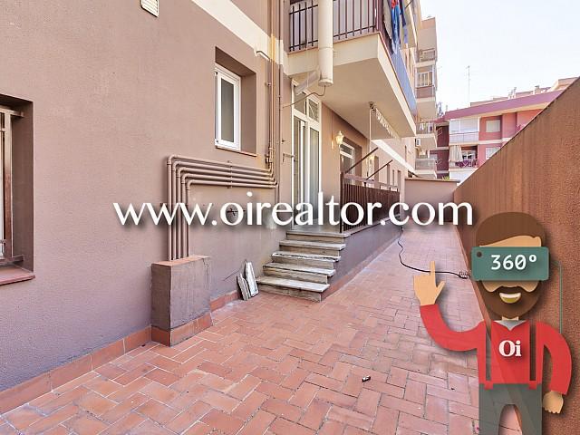 公寓很宽敞和大街上Sardenya,巴塞罗那露台