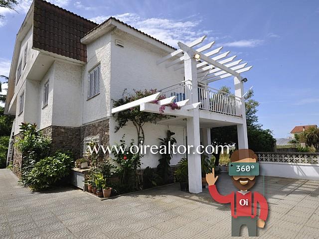 Bonita casa a cinco minutos de la playa de Santa Susanna