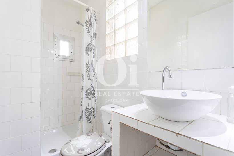 Vista de cuarto de baño de ático de diseño en venta en Nou de la Rambla