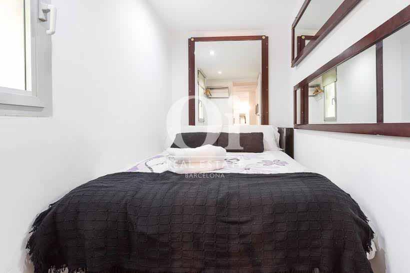 Vista de dormitorio de ático de diseño en venta en Nou de la Rambla