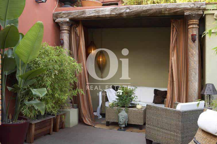 Vista de terraza de ático de diseño en venta en Nou de la Rambla