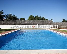 Beautiful villa located in Cubelles