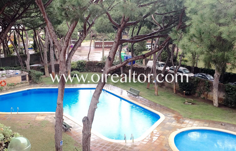 Acogedor apartamento con gran piscina en gav mar gav for Piscina gava