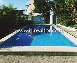 Estupendo chalet con piscina en una zona muy tranquila de Castelldefels, Costa de Barcelona