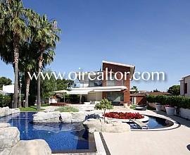 Maison spectaculaire avec impressionnant parcelle de 1.1000 m² à Terramar, Sitges