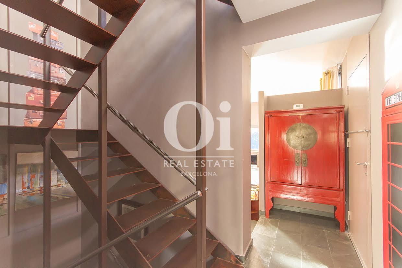Vista de escaleras de contemporáneo chalet en venta en Tiana, Maresme