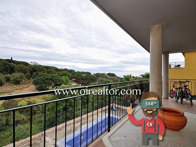 Chalet con piscina en zona muy tranquila y cercana al centro de Arenys.