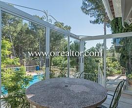 Estupenda casa de tres plantas en Bellavista, Castelldefels, Costa de Barcelona