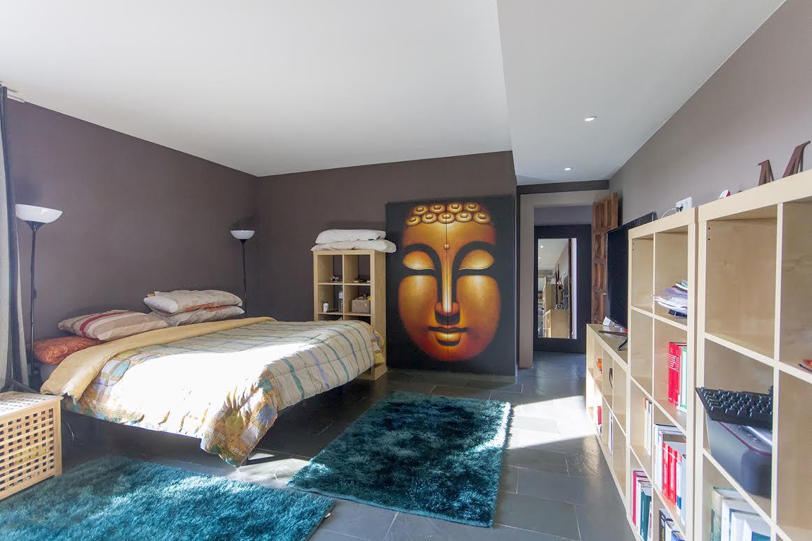 Vista de dormitorio de contemporáneo chalet en venta en Tiana, Maresme
