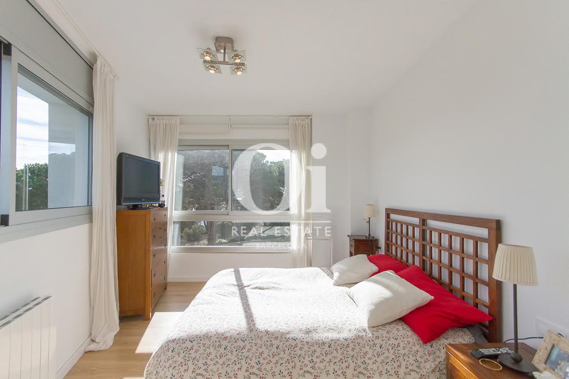 Vista de dormitorio en propiedad de lujo en venta en Sant Andreu de Llavaneres