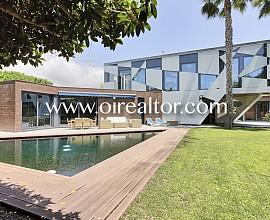 Impressionant casa de disseny a Terramar, Sitges
