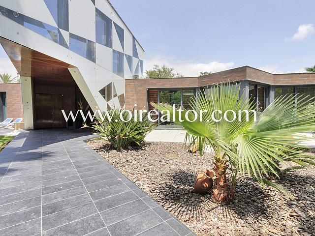 Impresionante villa de diseño en Terramar, SItges