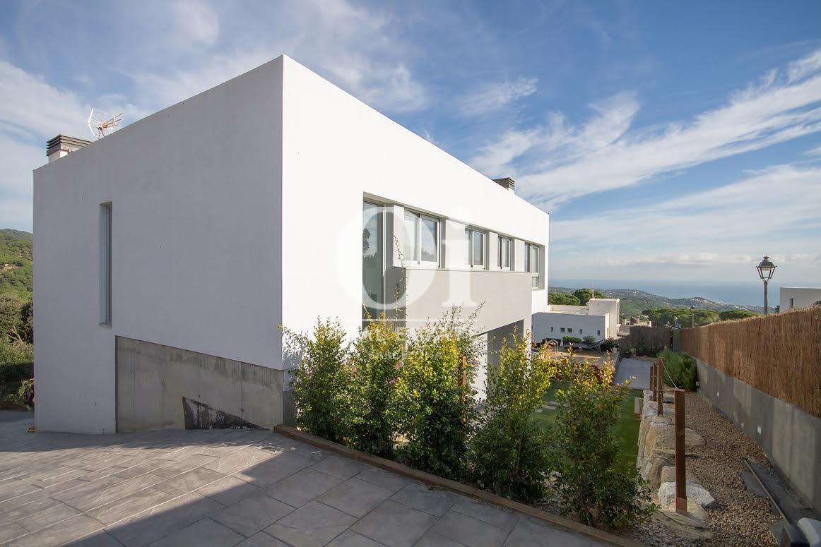 Fachada de propiedad de lujo en venta en Sant Andreu de Llavaneres