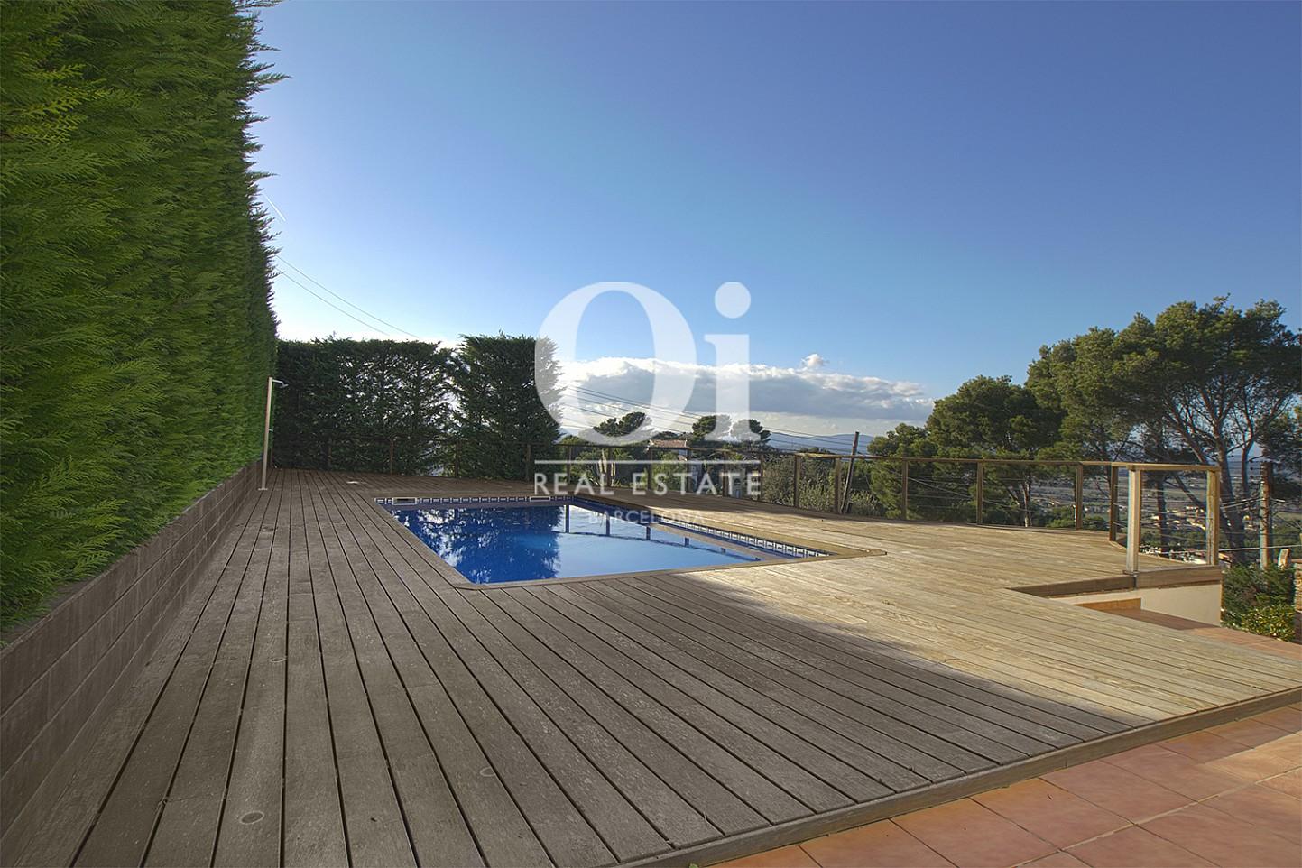 Vista de piscina de casa en venta con vistas en Pals