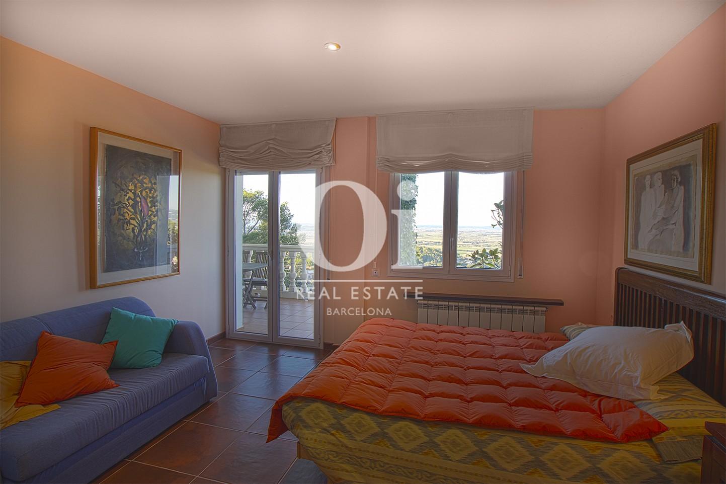 Vista de dormitorio de casa en venta con vistas en Pals