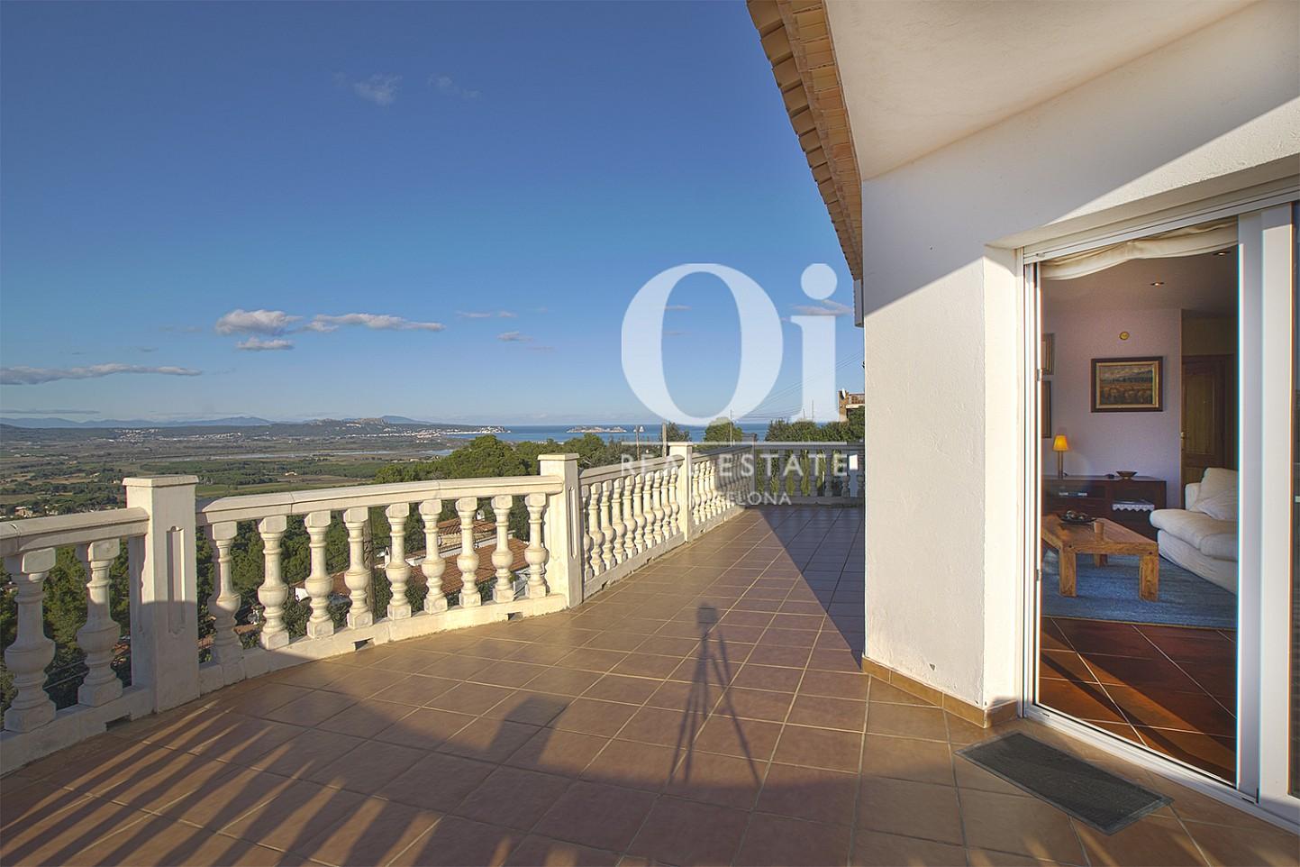 Vista de terraza superior de casa en venta con vistas en Pals