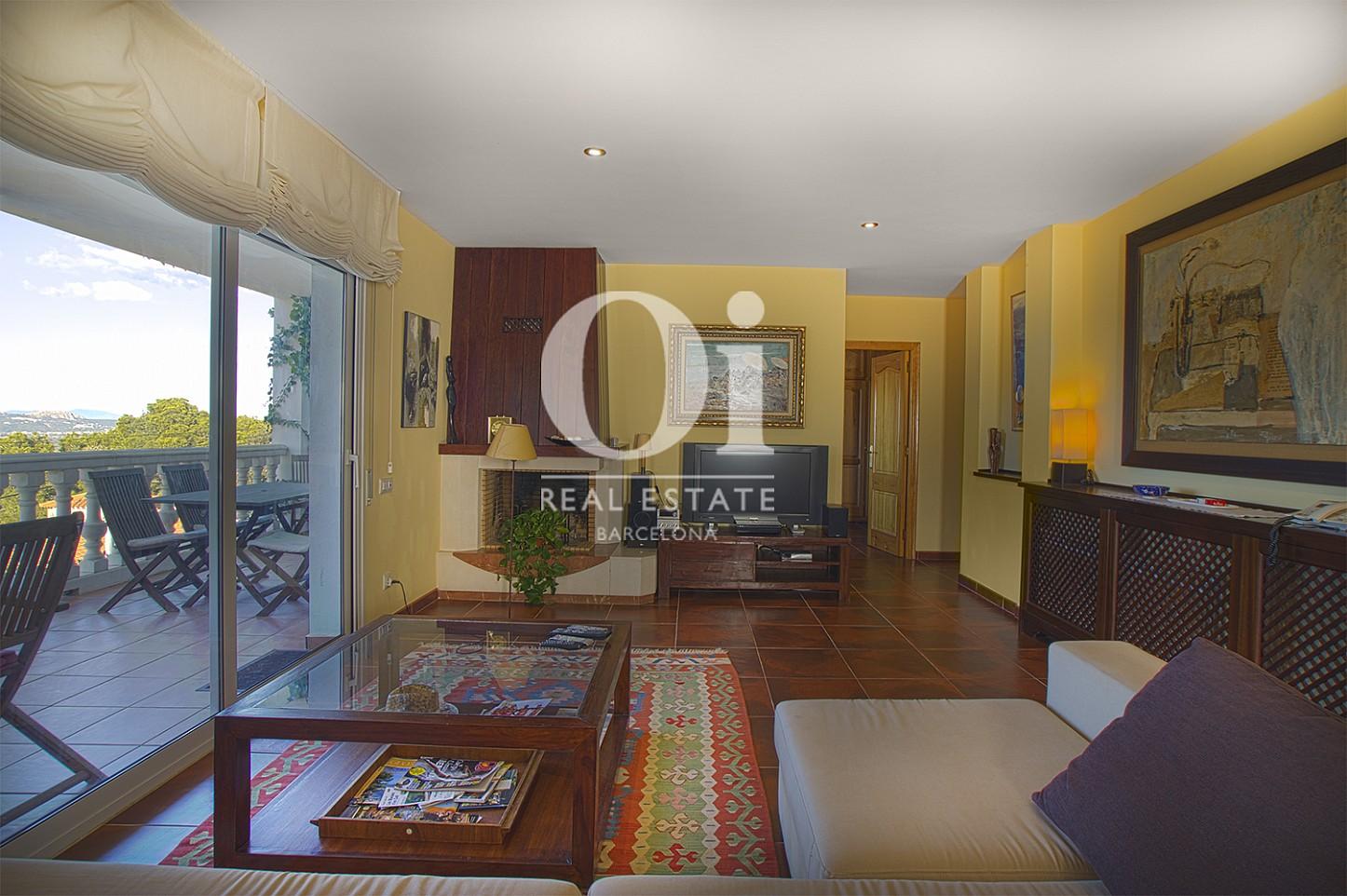 Vista de salón comedor de casa en venta con vistas en Pals