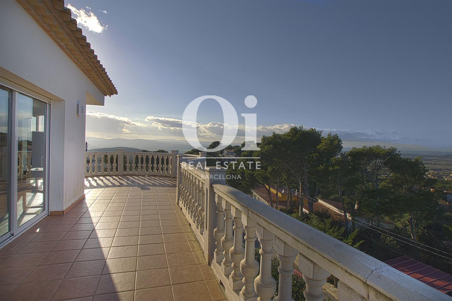 Vista de terraza de casa en venta con vistas en Pals