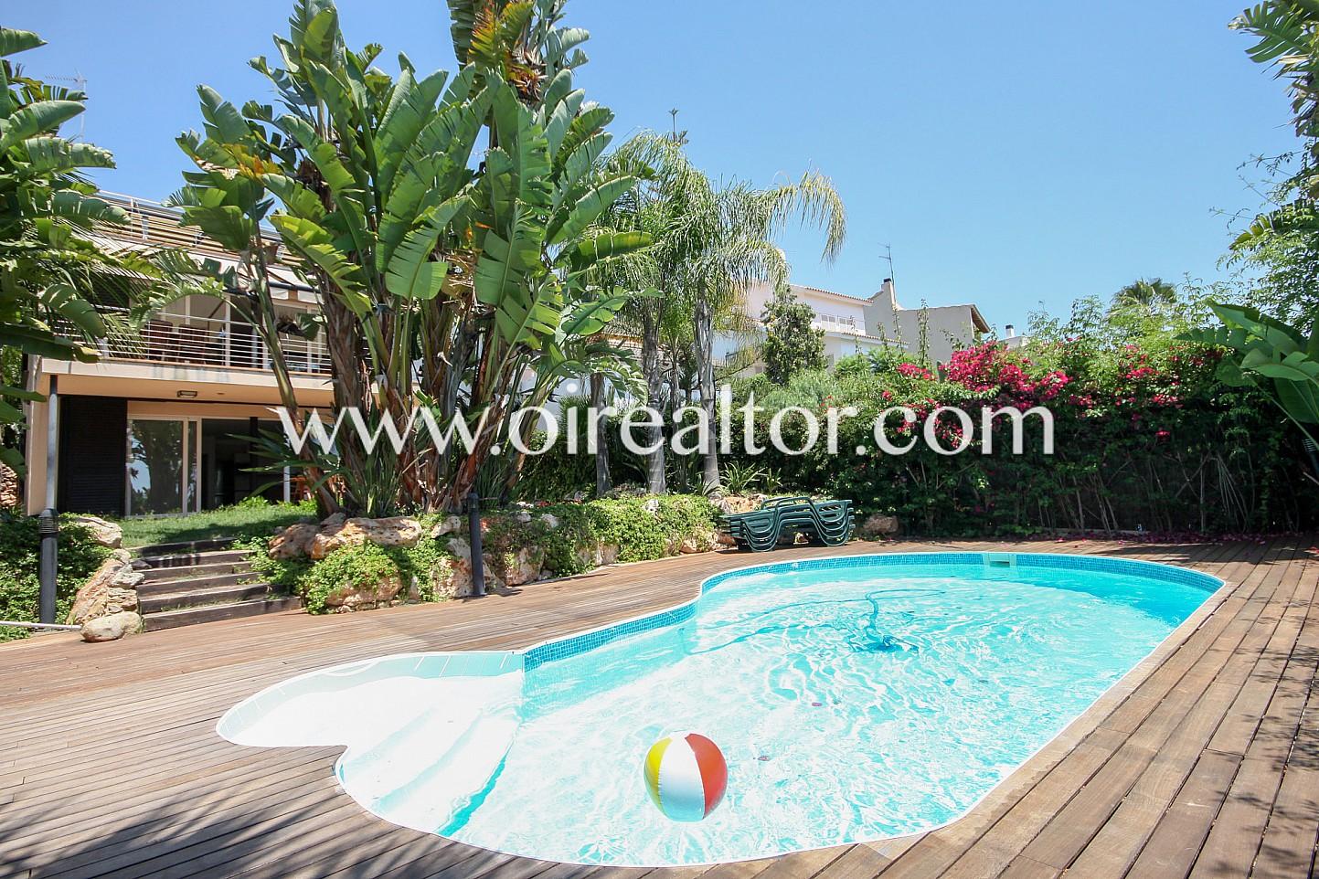 Tranquila planta baja con piscina en vallpineda sitges for Piscina sitges