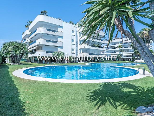 Impresionante piso con fantásticas vistas al mar en la mejor ubicación de Sitges