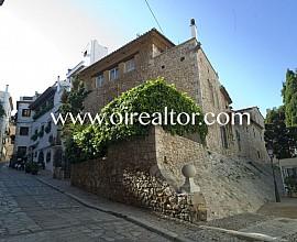 Historische herrschaftliche Villa La Vall im Zentrum von SItges