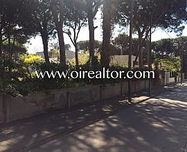 Terreno plano de 1400m a tres calles del mar en Castelldefels