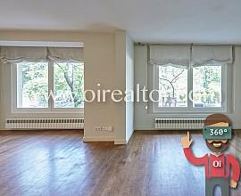 Продается большая квартира с видами на Туро парк, Барселона