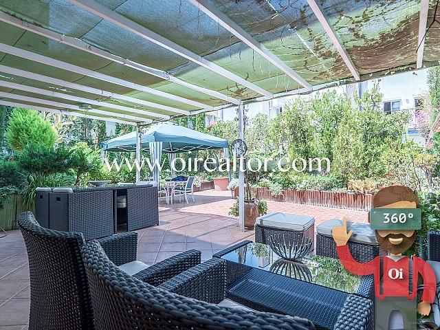Piso único con muchos metros de jardín en el centro de Sitges