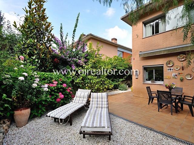 Viure envoltat de boscos i jardins i a pocs metres d'Arenys de Mar.