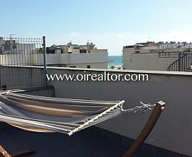 Increíble ático con terraza y solárium a pocos metros del mar en Cubelles