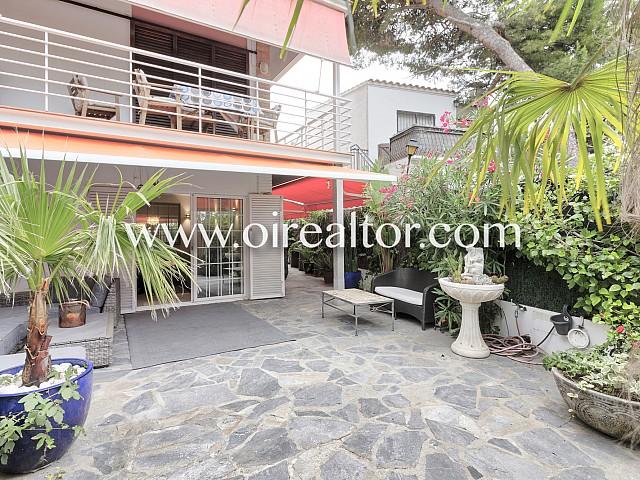 Продается квартира с садом 150 м2 рядом с пляжем Сант Себастьян, Ситжес