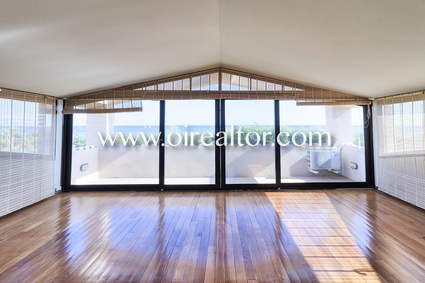 Fantastica casa en primera línea de mar en Gavamar