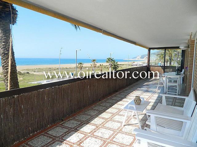 Fantástico piso en primera línea de mar en Castelldefels