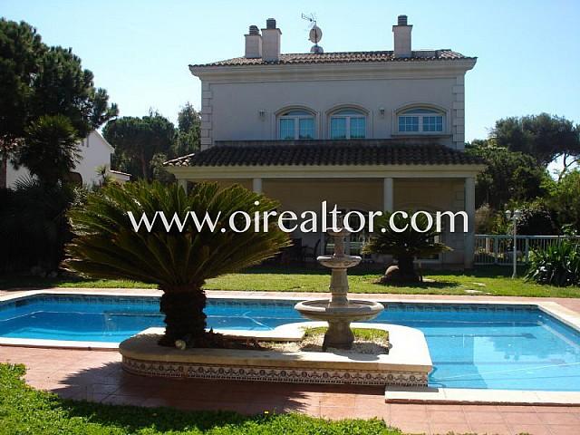 Casa d'estil clàssic a Gavà Mar