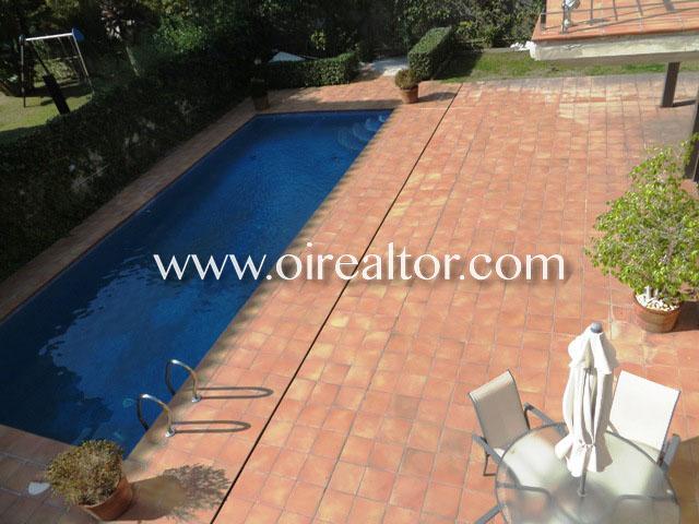 Exclusiva torre moderna con piscina en zona prime de for Piscina castelldefels