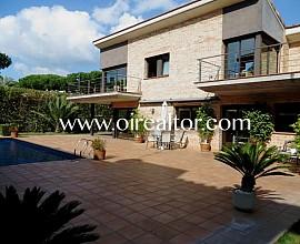 Exclusiva torre moderna con piscina en zona prime de Castelldefels